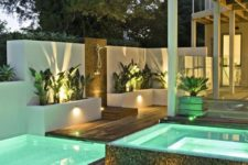 16 inner lights and LEDs on the paths and walls around the pool
