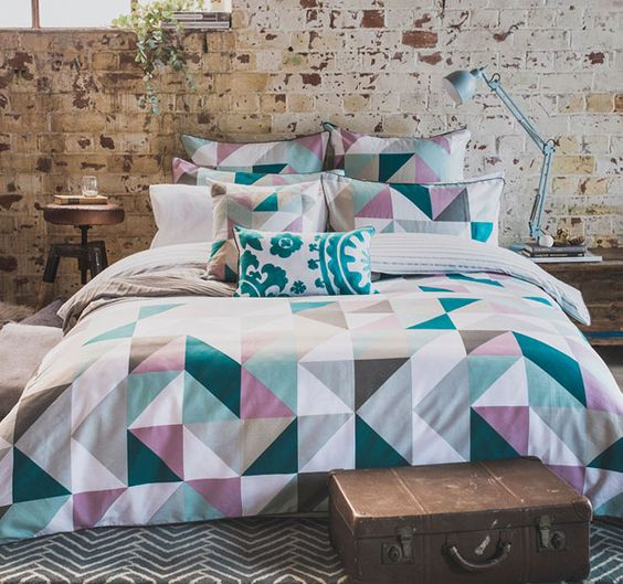 pink, grey, emerald and white triangle print bedding looks modern and bold