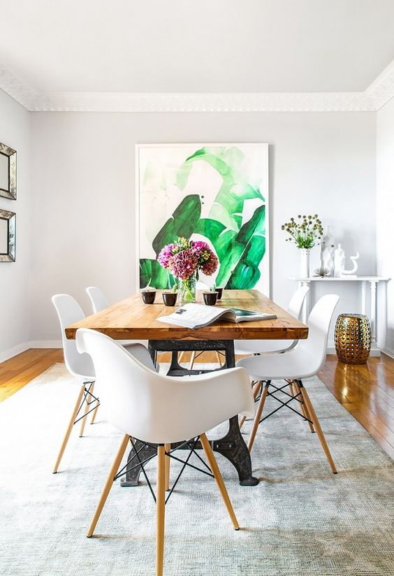 tropical-inspired oversized artwork makes a cool bold statement