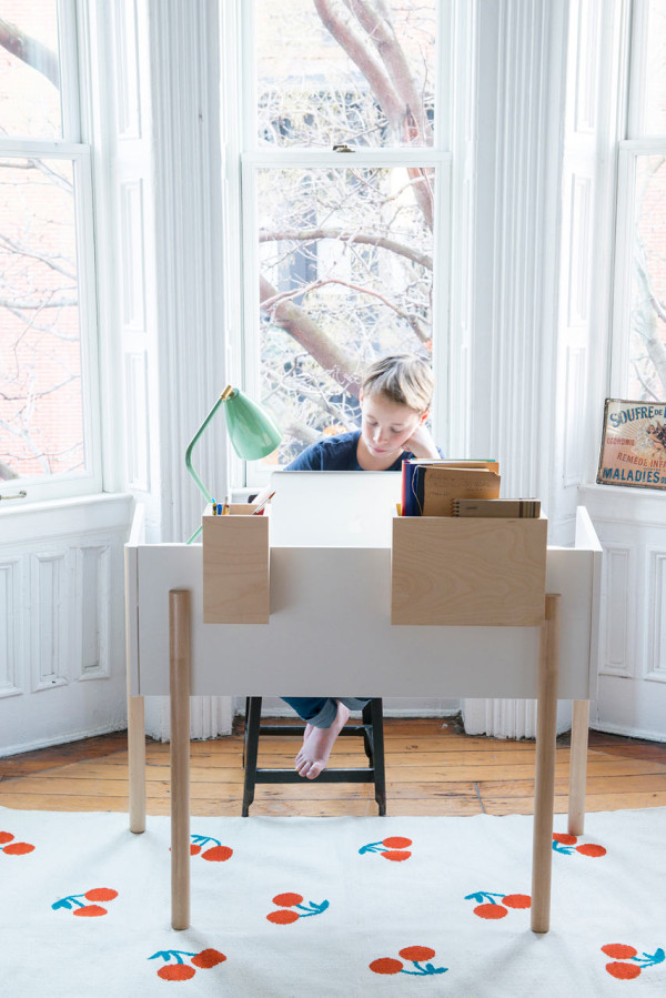 Brooklyn Desk by Oeuf (via design-milk.com)