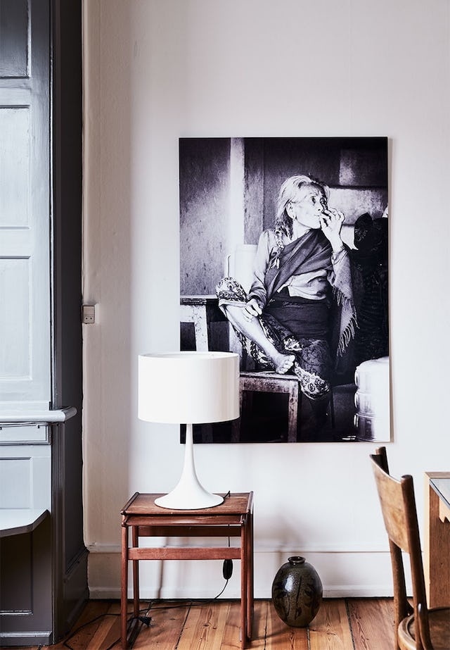 A black and white photo in the dining zone is a very eye catching piece
