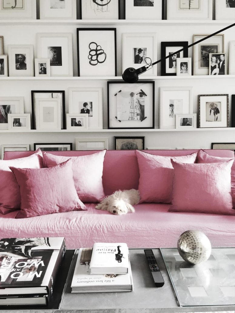 Look at this gorgeous pink sofa, isn't it an embodiment of glam and girlish decor