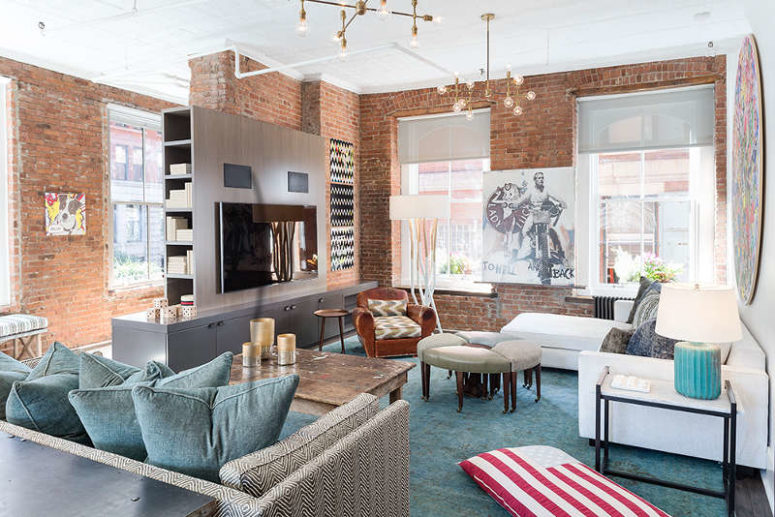 The space is very eclectic and unusual, warm brown shades and light blue ones mix very well