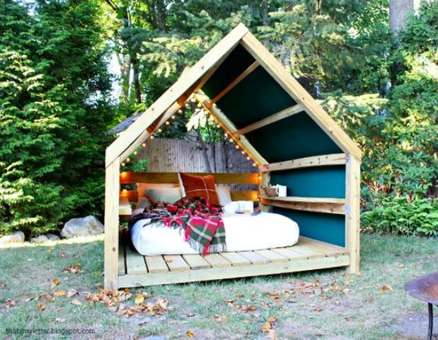 cheer up your outdoor bedroom with prints and colors to make it inviting