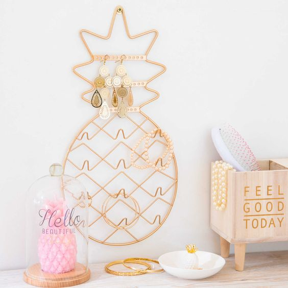 35 pineapple home d cor ideas to add a tropical cheer for Decoration maison rose gold