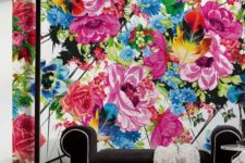 23 super colorful floral wallpaper and laconic black furniture for a contrast