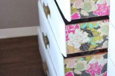 28 colorful floral wallpaper on the drawers' sides to add a chic touch