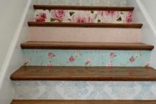 29 different floral wallpaper to accentuate the stairs and add a vintage feel