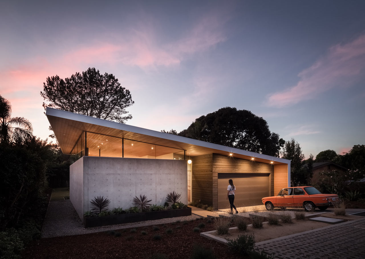 This mid century modern house in California is created for indoor and outdoor living, and it benefits from its U shape