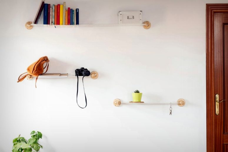 Xanxan shelves are super modern, functional and dynamic because they are made of tight ropes and wood