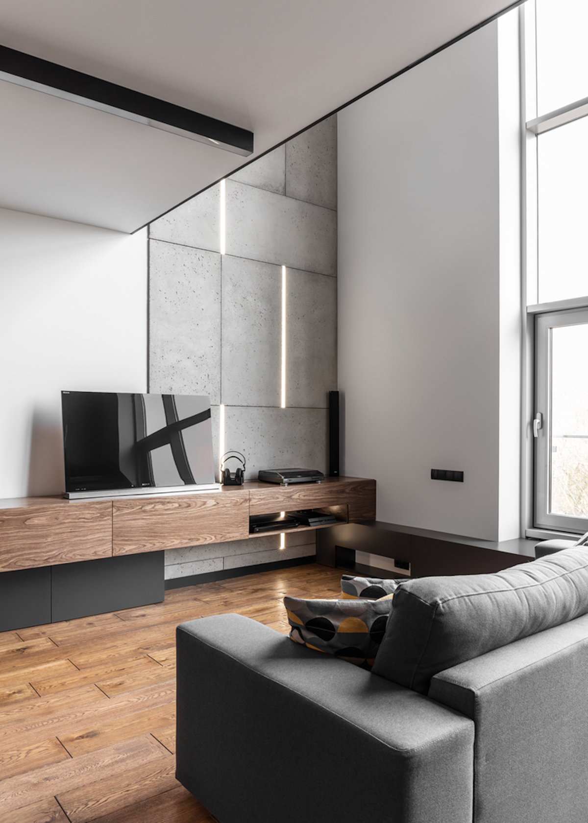 Grey, black and white with a wide use of warm colroed natural wood were used for decorating this bachelor's pad