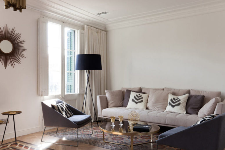 The color palette is soft and comfy with the shades of grey, beige, blush and some brass touches to give a glam feel to the space