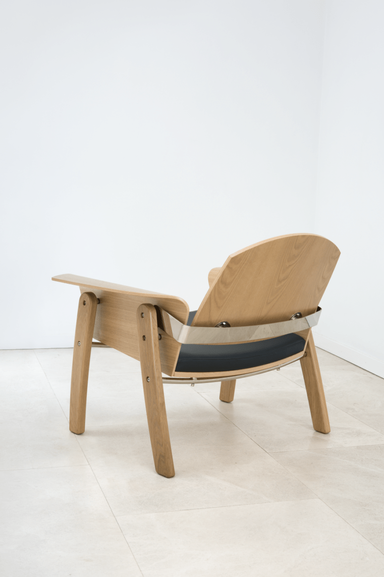 The lines and curves of the chair remind of kimono's pleats and beautiful and soft lines