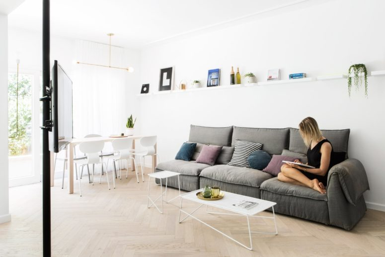 There is a light-filled open layout, glass walls, two bathrooms, bedrooms and kitchens