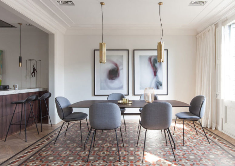 The dining zone united with the living room is defined with two modern brass pendant lamps