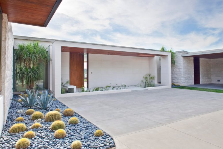 The house is painted white to avoid overheating, the courtyard is clad with white tiles, and there are cacti and succulents traditional for California
