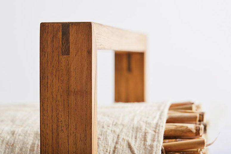 The materials used are natural - linen, yarn, feathers and wood
