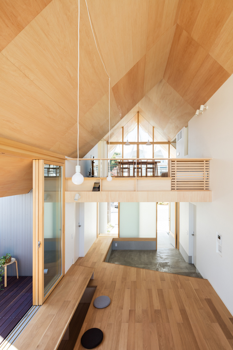 Almost everything her eis clad with light colored wood, the decor is ultra minimalist