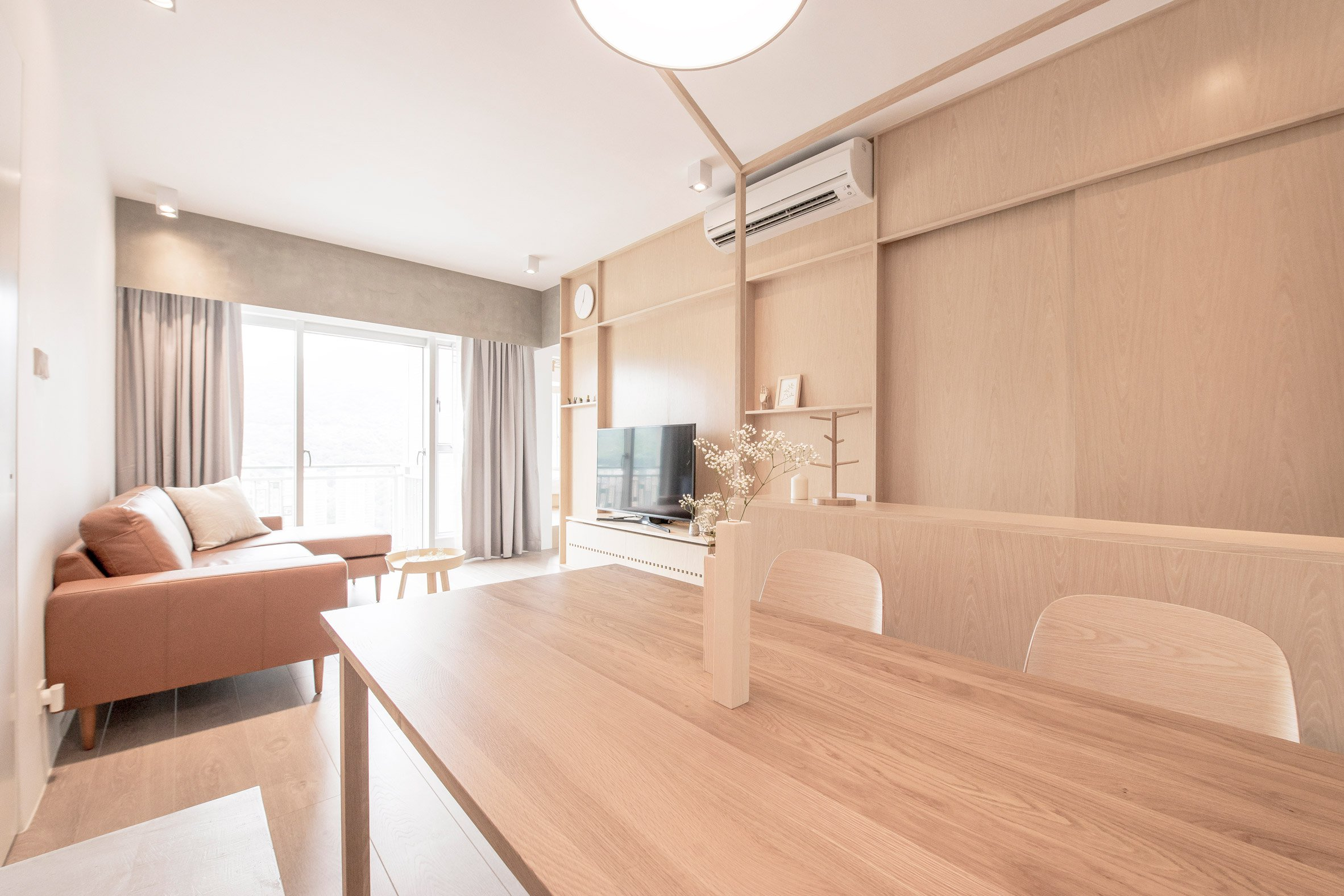 The dining space is united with the living room, and the wood used here is the same