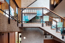08 The curved design disguises the house's relatively large scale