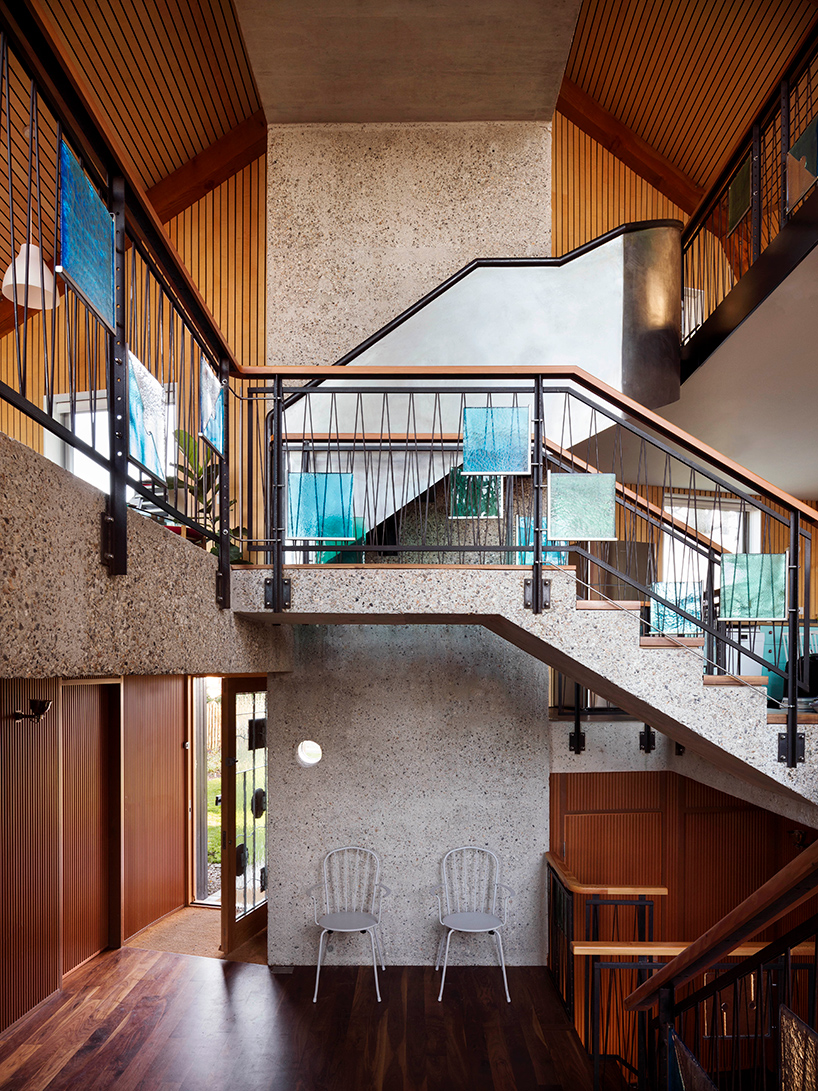 The curved design disguises the house's relatively large scale