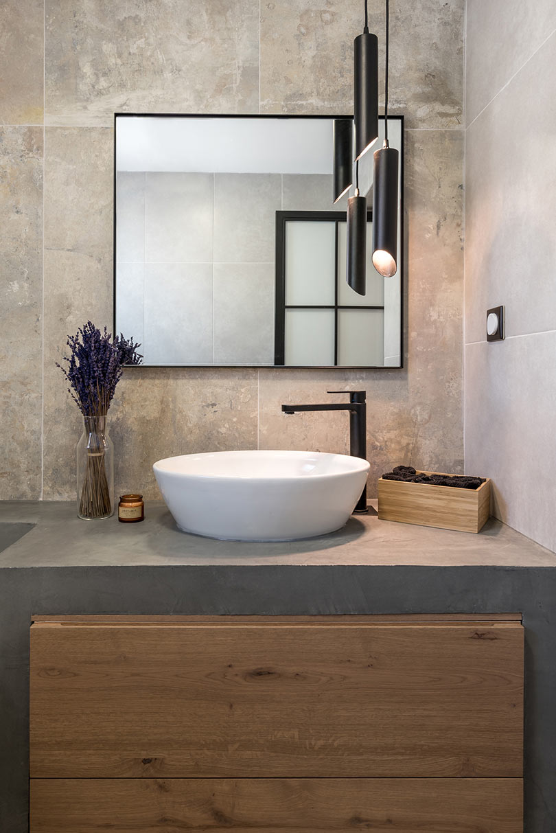 bathroom with stone tiles