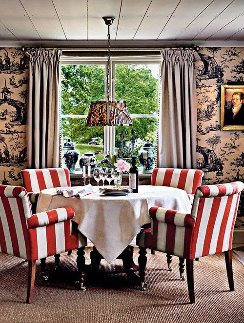 red and white striped armchairs made a colorful statement in this earth-toned room