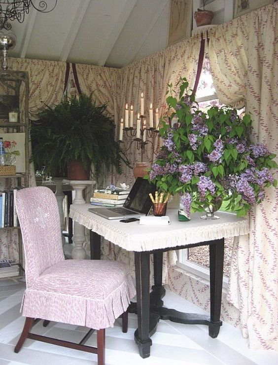 a vintage-inspired home office can be hidden in a she shed to work with comfort and your favorite style