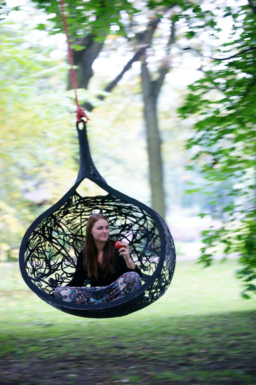 Hanging chair by Maffamfree (via www.digsdigs.com)