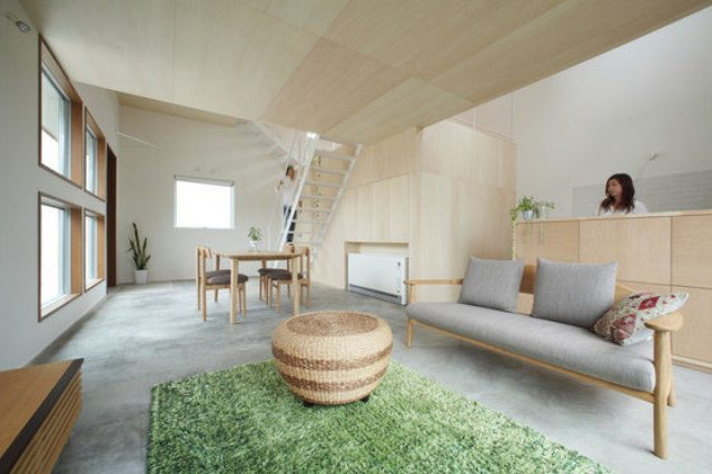 Azuchi house is a unique space that feels inside like outside, and spacious while being relatively small