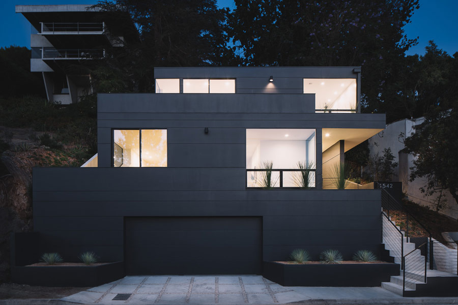 This home in California strikes from the first glance with its dark exterior and modern clean lines