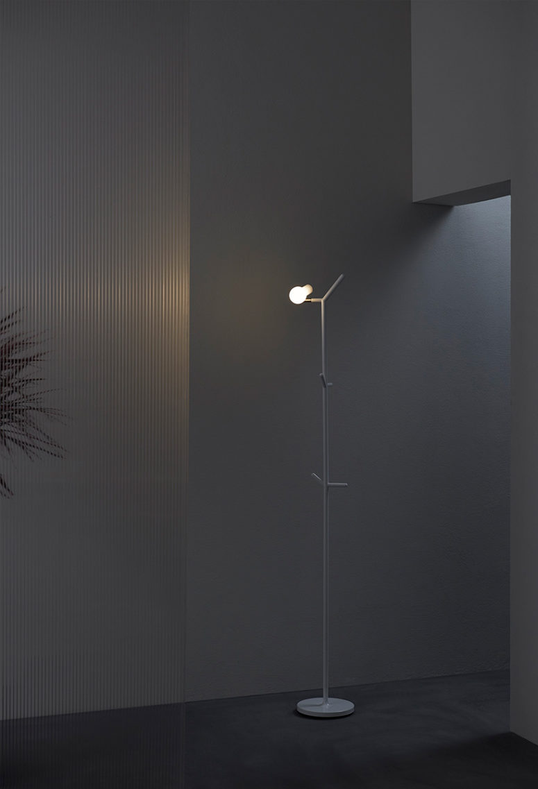 Myna is available in different versions to fit any enveironment, it's a cool piece for a modern hallway