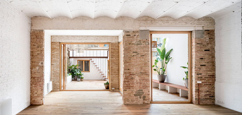 The new design ensures views to the exterior courtyard from all parts of the house