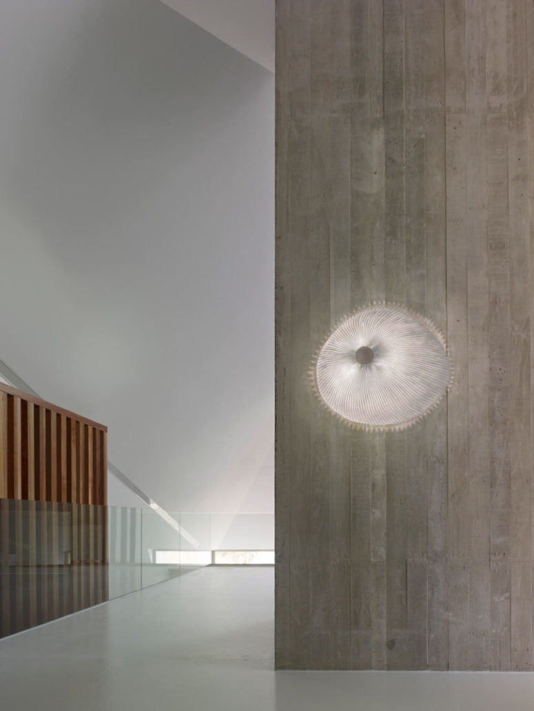 This wall version looks like a jelly fish right on the wall, and its natural glow and shade gives even more similarity