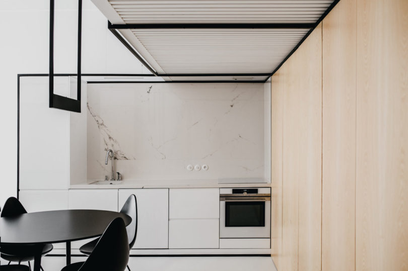 kitchen with a marble backsplash