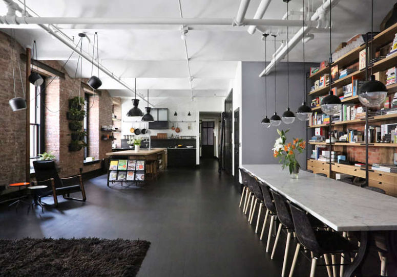 Industrial loft with exposed brick walls and black wood digsdigs - Deco loft new yorkais ...