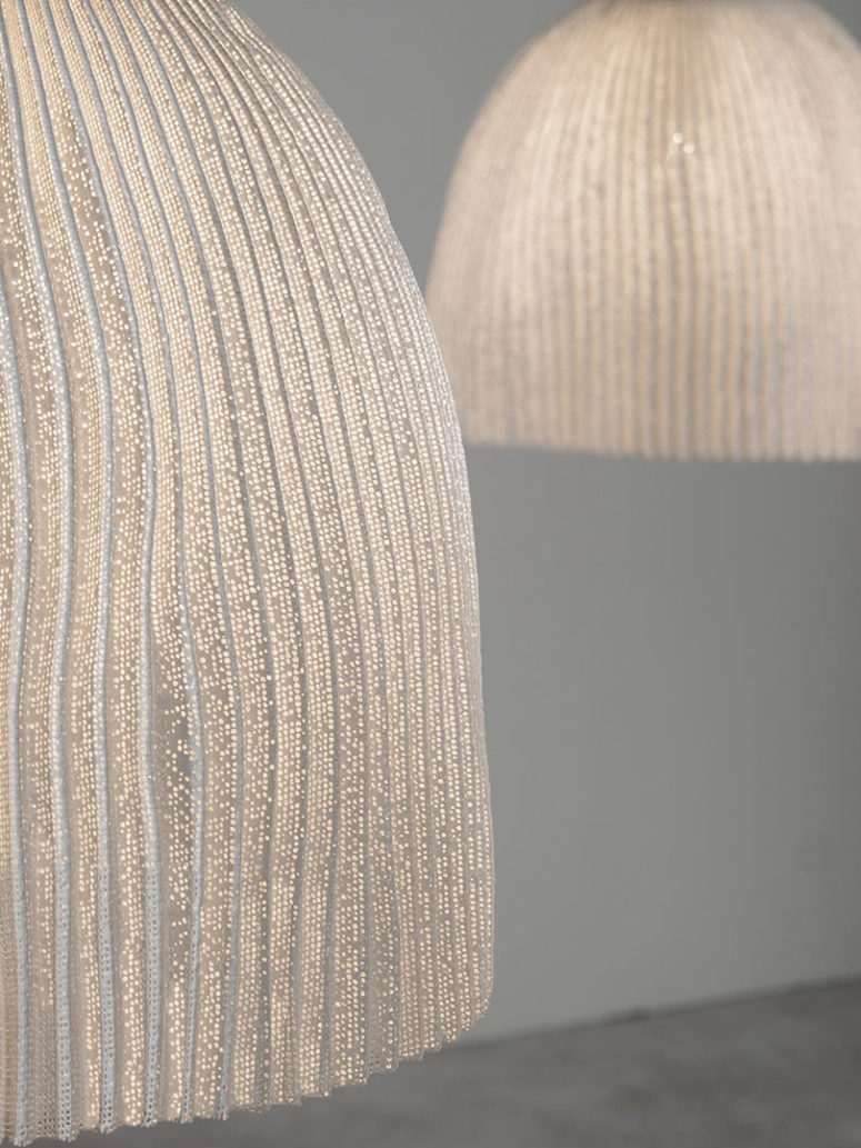 Seaweed inspired pendant lamps at a closer look
