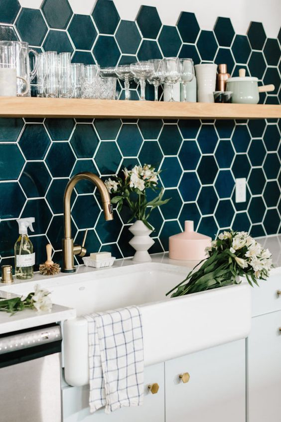 glossy emerald hexagon tiles, brass touches and wood make the kithen super chic