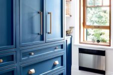 14 Parisian bistro-inspired kitchen with vibrant blue cabinets