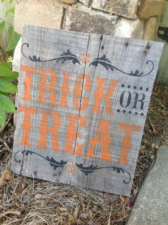 a simple pallet sign with black prints, and orange Trick or Treat letters