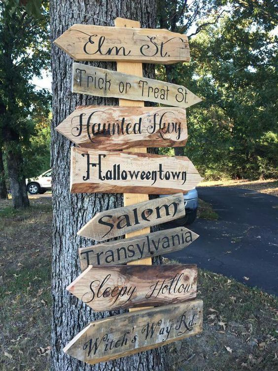 show directions with a cheap to make pallet sign