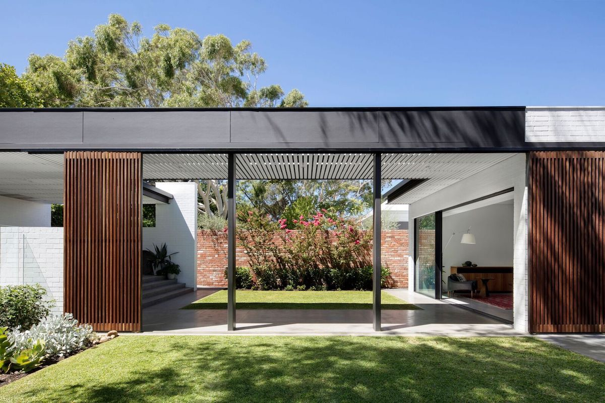 This house is organized into a series of brick volumes connected with bridges and gardens