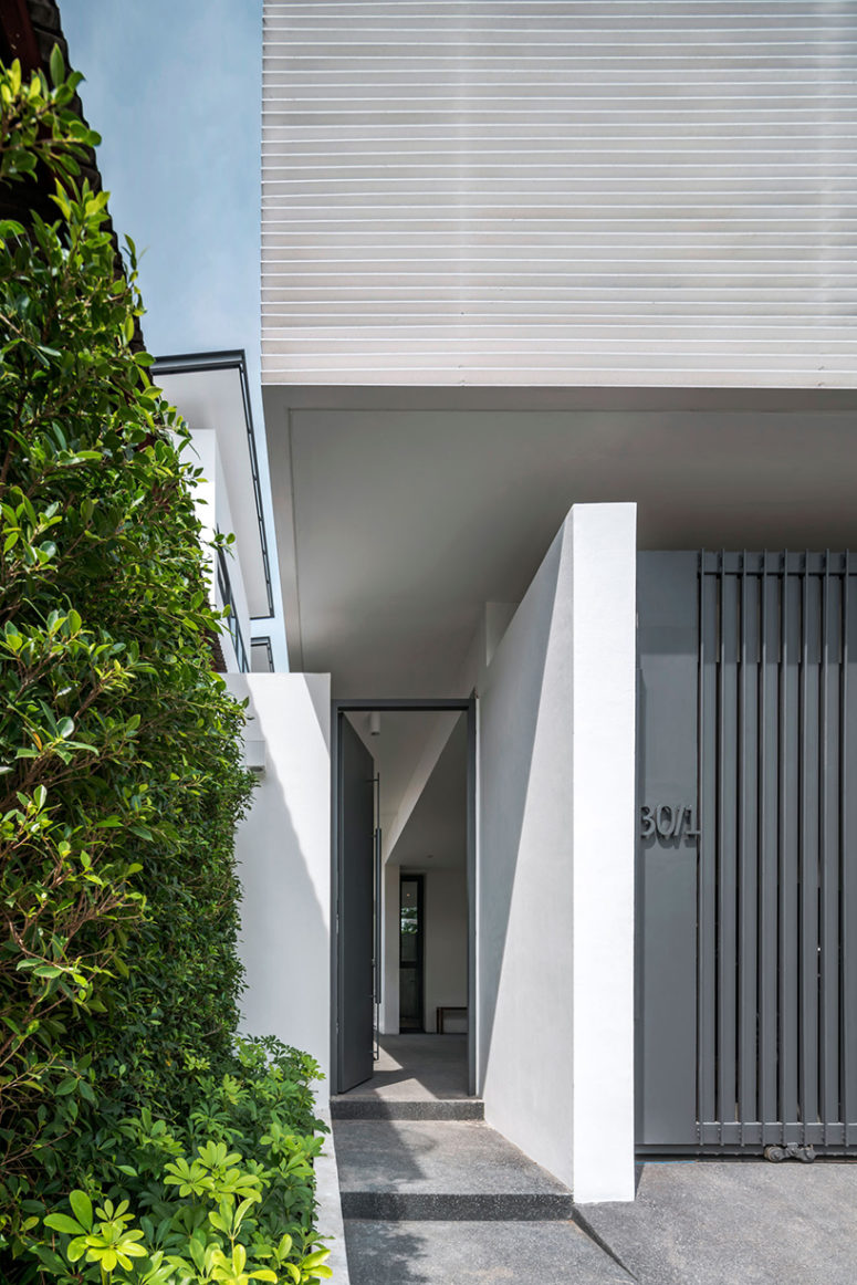 The environment of the house is designed to be protective as well as open towards the changes at the same time