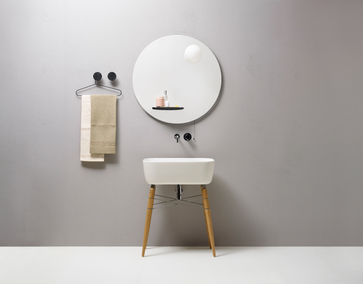 The piece has a small marble shelf and a lamp attached to it, which you can turn on or off pulling the cord