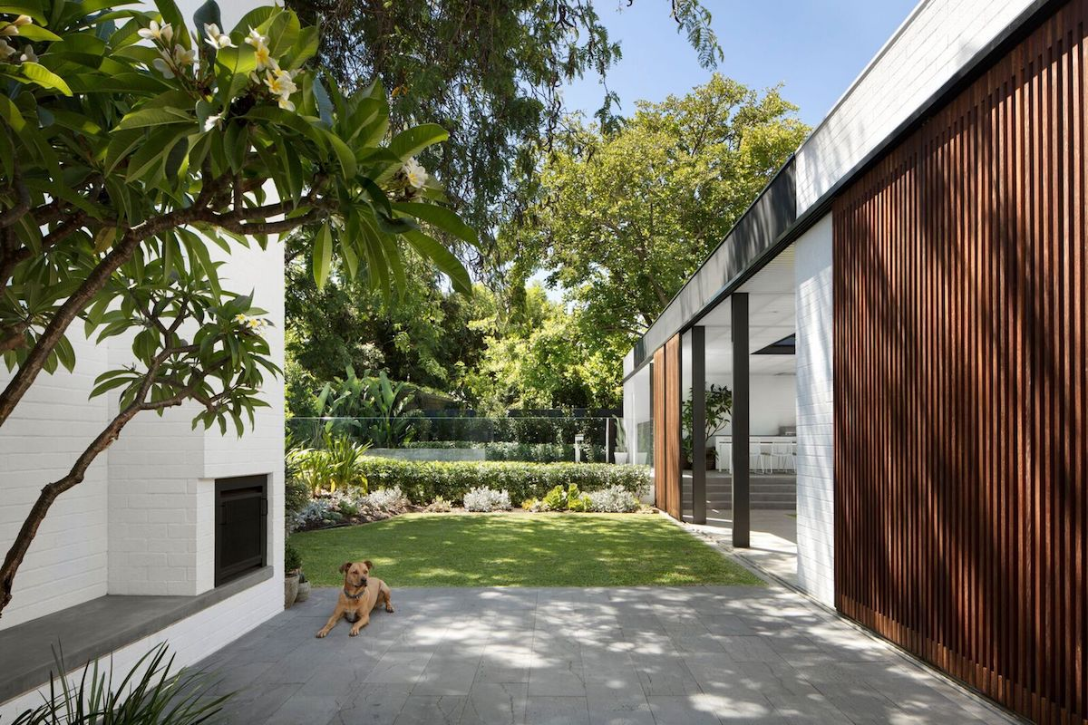 In spite of the obvious openness of the house towards nature, the property also offers a lot of privacy