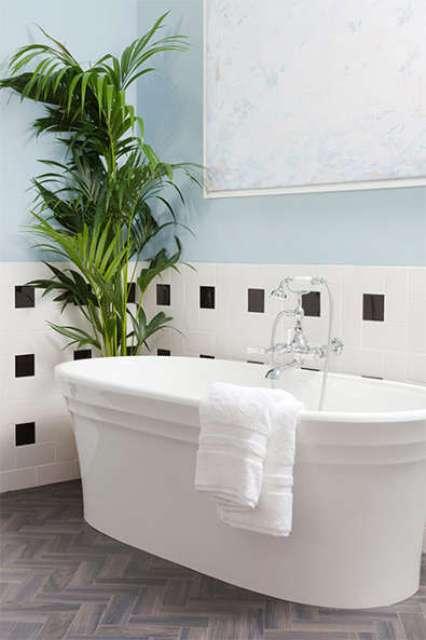nice free standing bathtub