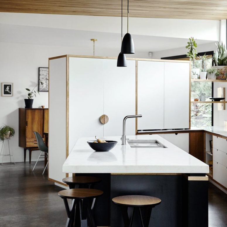 White Kitchen Cabinets Large Island: 20th Century Edwardian Home With A Concrete Extension