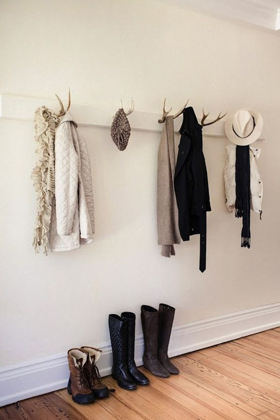 an entryway rack with antlers is a cool idea for the fall