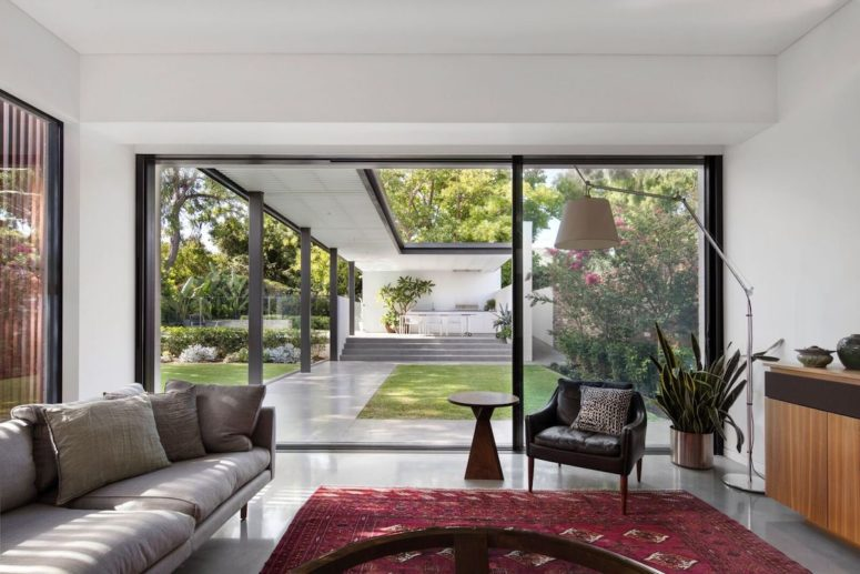 The internal spaces are closely connected to the garden as well and the transition areas serve as buffer zones