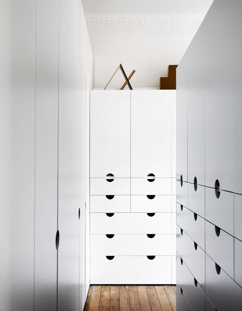These cabinets are white and very comfy, there are no handles, only holes, and they are the main storage pieces